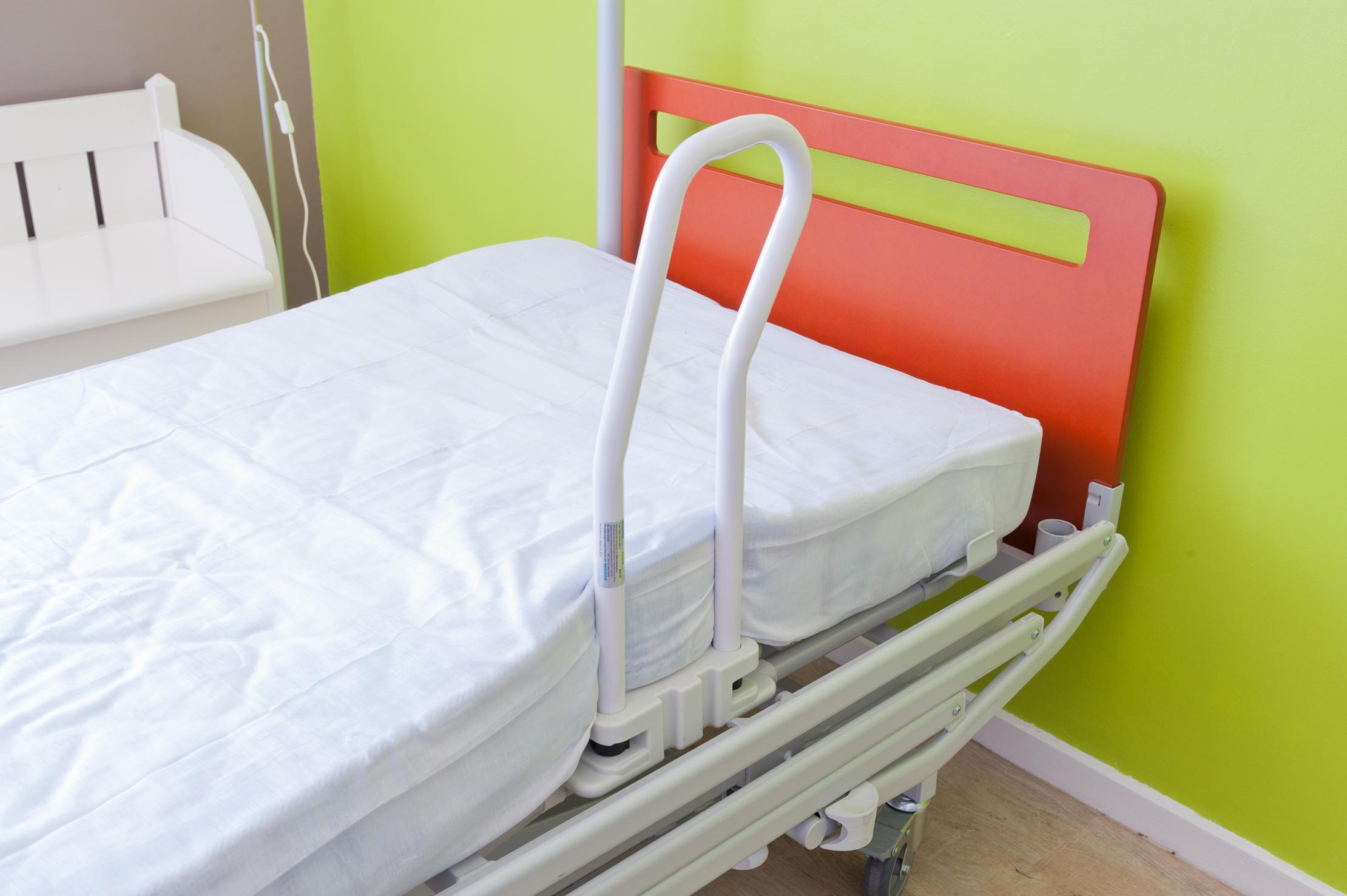 barres de lit. Black Bedroom Furniture Sets. Home Design Ideas