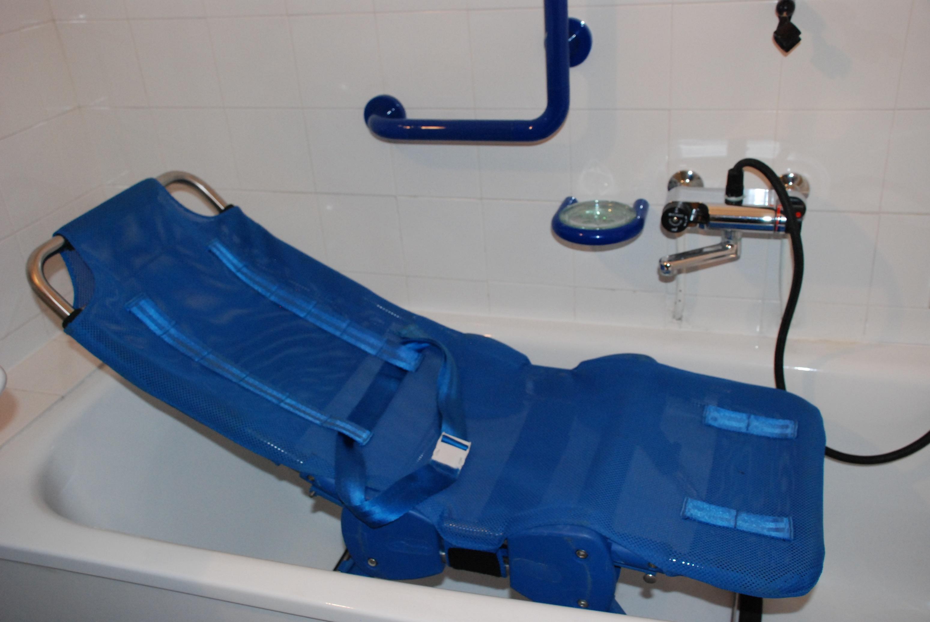 l gant transat de bain pour handicap adulte id es de. Black Bedroom Furniture Sets. Home Design Ideas